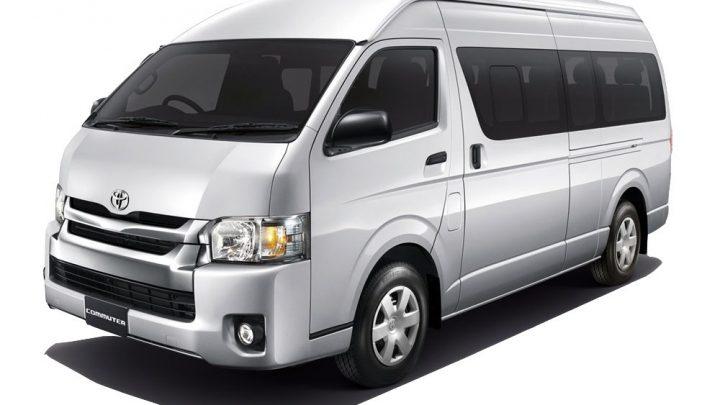 Mengungkap 5 Perbedaan Minibus Hiace dan ELF di Sewa Mobil Jakarta